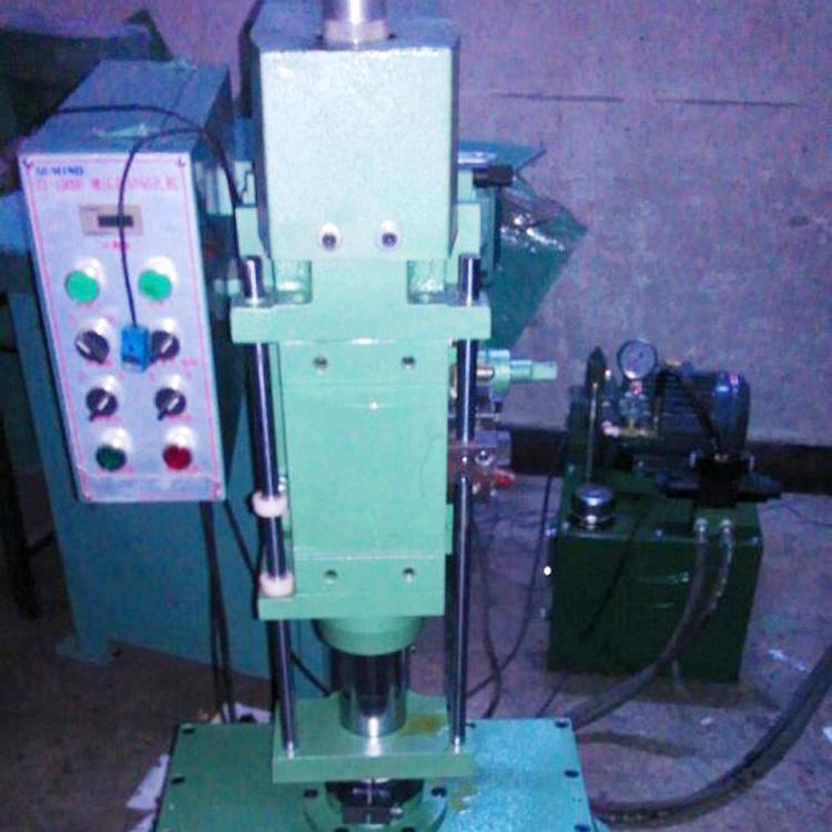 油压自动钻孔机