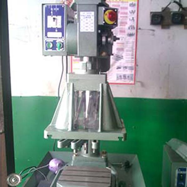 8510油压自动钻孔机